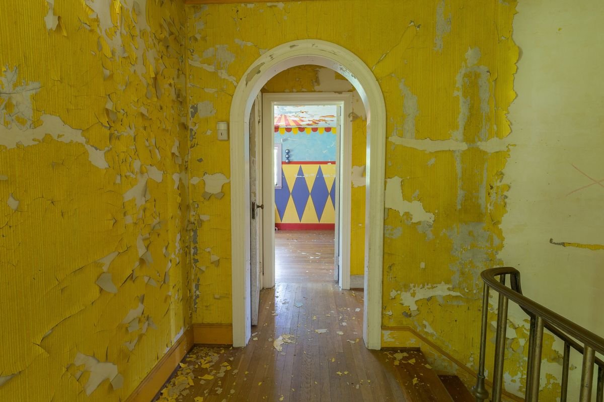 circus house clown room abandoned house story