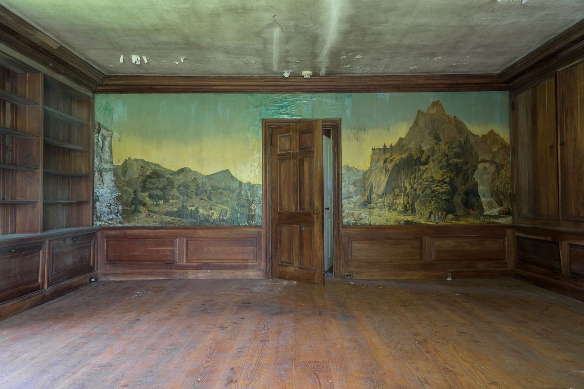 mural wall circus house abandoned house story