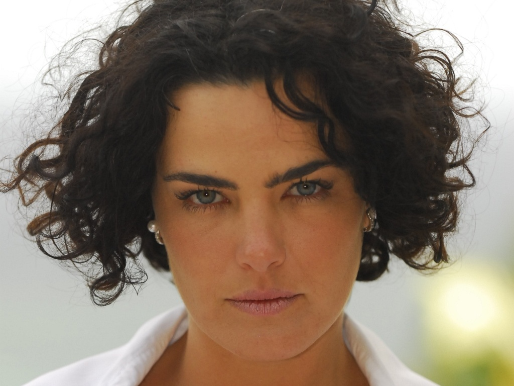 a-atriz-ana-paula-arosio-na-minisserie-na-forma-da-lei-62010-1278685372139_1024x768