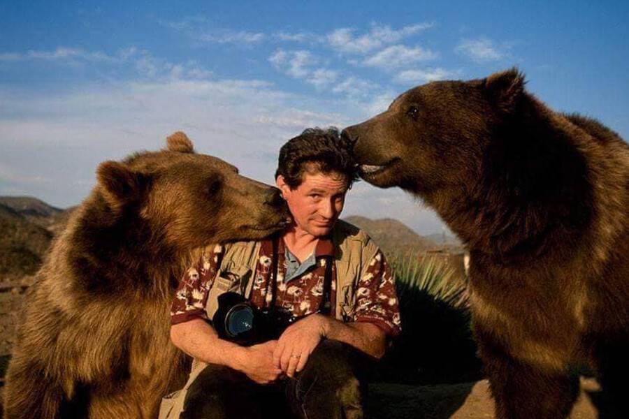 friendly-bears-with-nature-photographer-96644