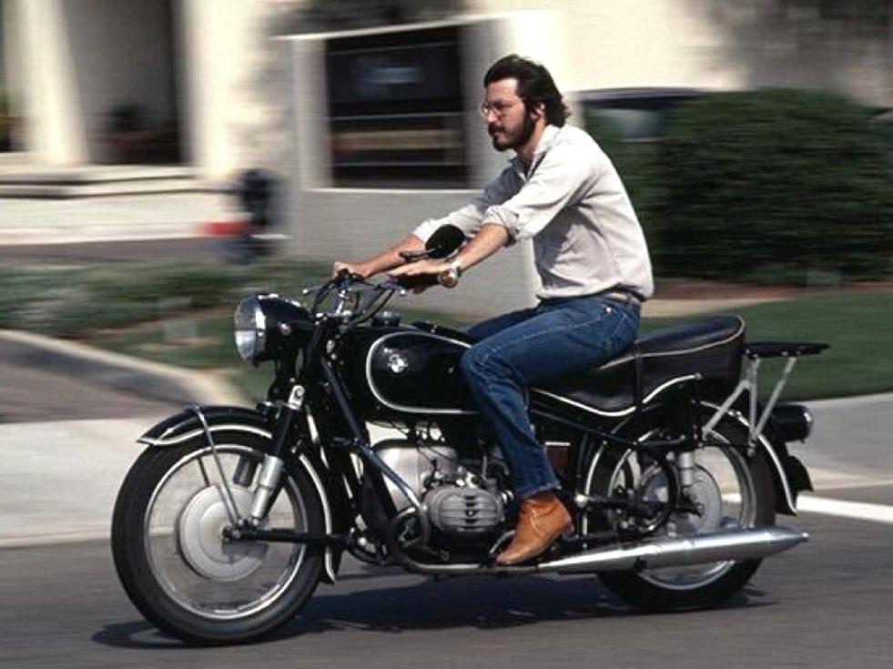 steve-jobs-on-motorcycle-94639