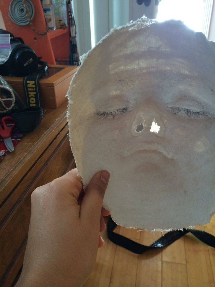 Eyelashes got removed when person tried to make a plaster mold of their face