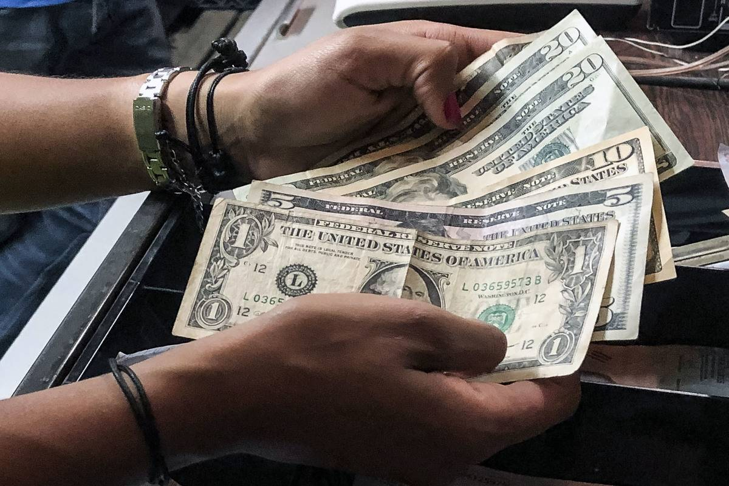 VENEZUELA-CRISIS-ECONOMY-DOLLARS